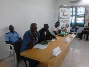 De la gauche à la droite, le maire de la ville de Man (Micro à la main), le Directeur régional de l'agriculture et Jean Delmas Ehui DG de Ict4dev...
