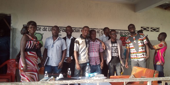 Des participants à ce workshop posant pour la postérité...
